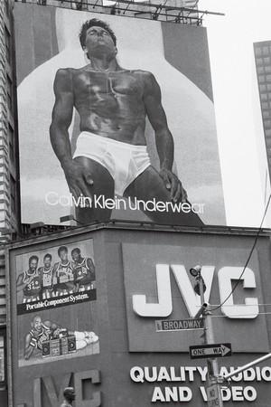 Lịch sử phát triển của chiếc quần lót nam - Calvin Klein on Time Square